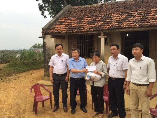 Amecc ủng hộ lũ lụt miền Trung tại thị trấn Thống Nhất, Yên Định, Thanh Hóa